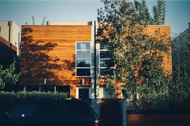 moderní dům, dřevěné obložení